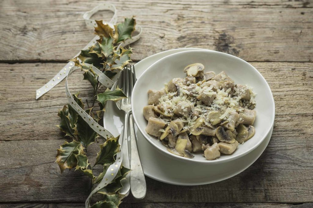 Gnocchi di castagne funghi e salsiccia