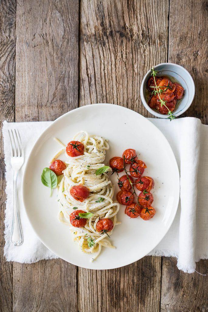 Spaghetti pomodori e caprino