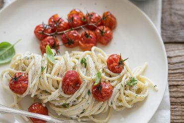 Spaghetti caprino e pomodori