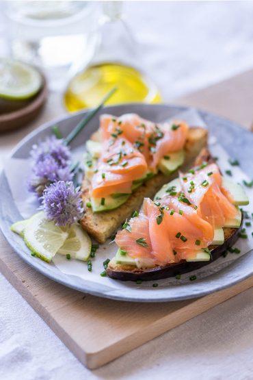 Avocado toast con pan brioche