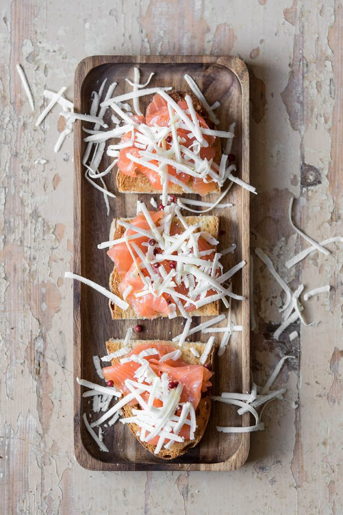Bruschetta salmone e ricotta salata