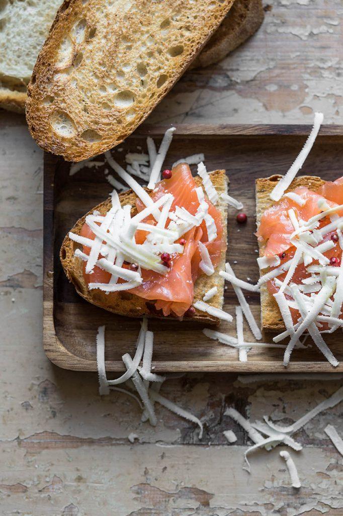 Bruschette salmone ricotta salata